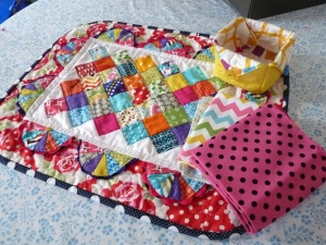 Little Quilts Fans of May FMQ (1)